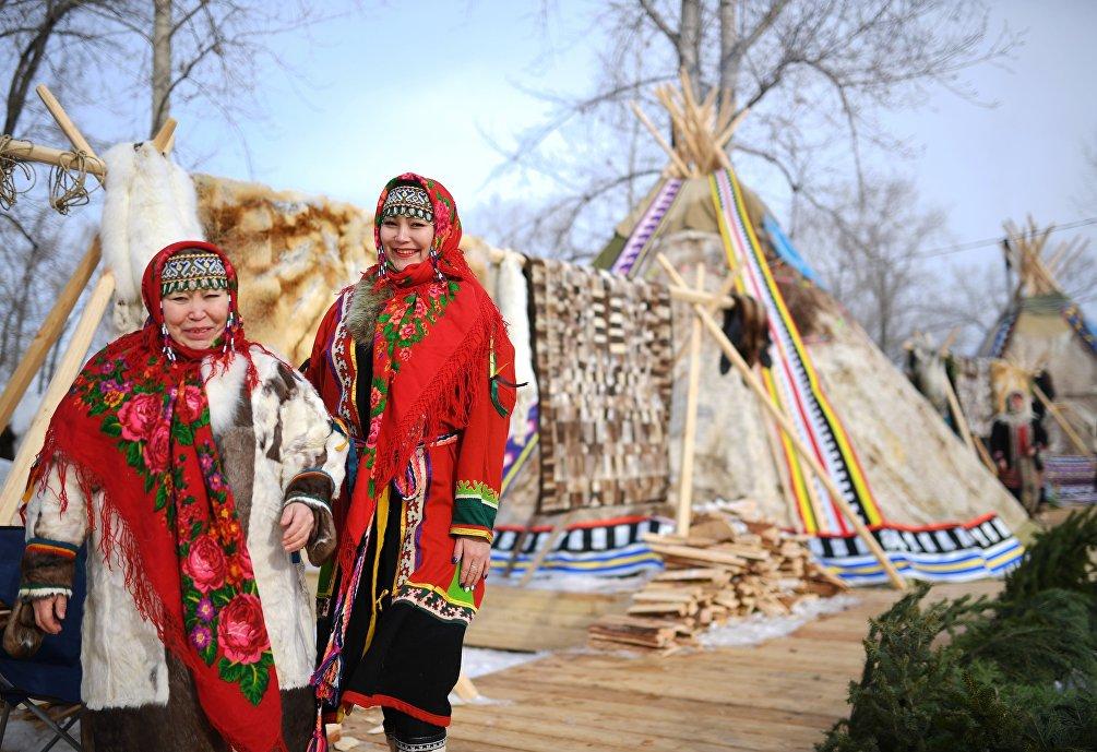 Lidiya Povrina, a sinistra, discendente dello sciamano Ngan Tuso