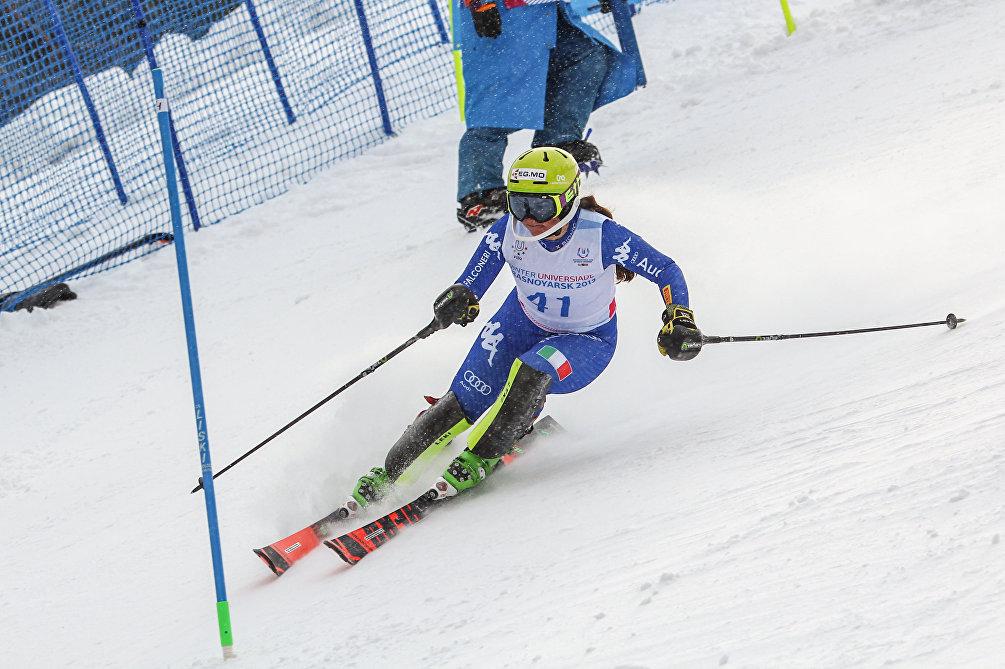 Carole Gilardoni in azione nella seconda manche dello slalom speciale femminile alle Universiadi di Krasnoyarsk 2019