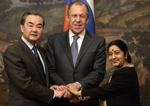 Sushma Swaraj, Sergey Lavrov e Wang Yi