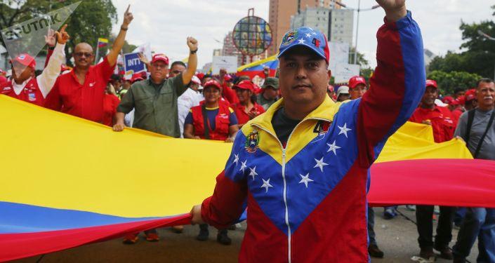 Marcia in sostegno al presidente Nicolas Maduro a Caracas, Venezuela.