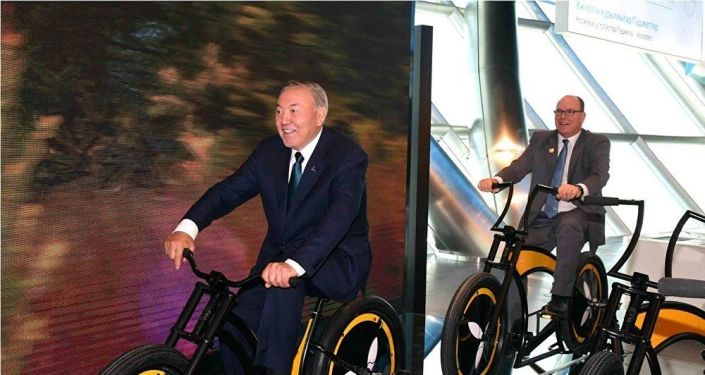 Nazarbayev all'EXPO 2017 di Astana con Alberto di Monaco
