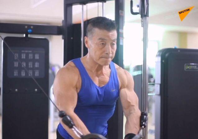 Lo Schwarzenneger cinese