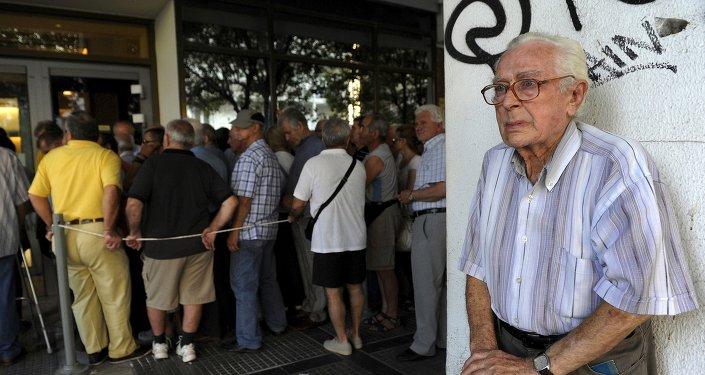 Un pensionato di Atene, il suo sguardo dice tutto