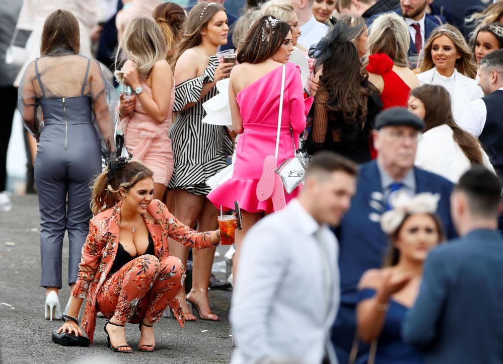 Giornata delle donne al concorso ippico nella Gran Bretagna.