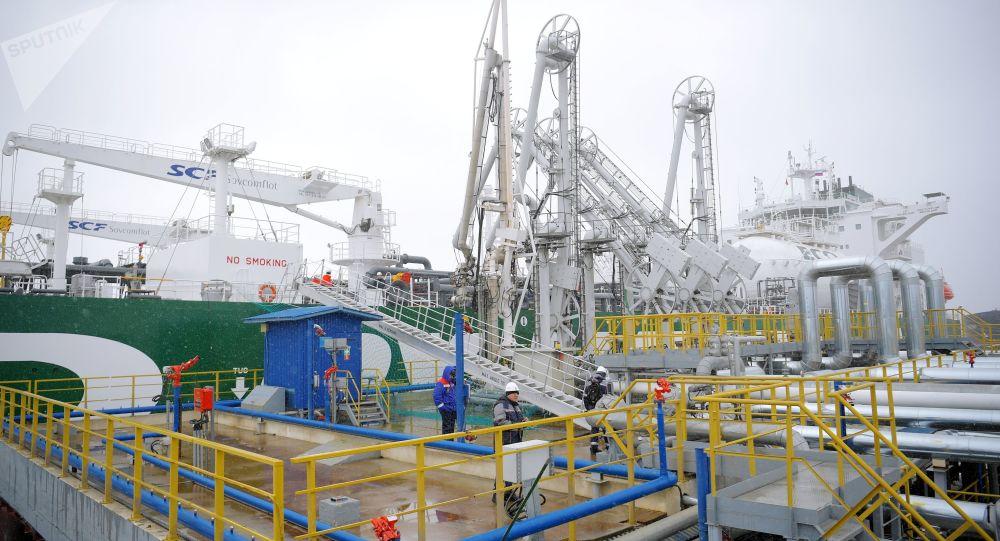 Il GNL-tanker Prospekt Mendeleyeva russo