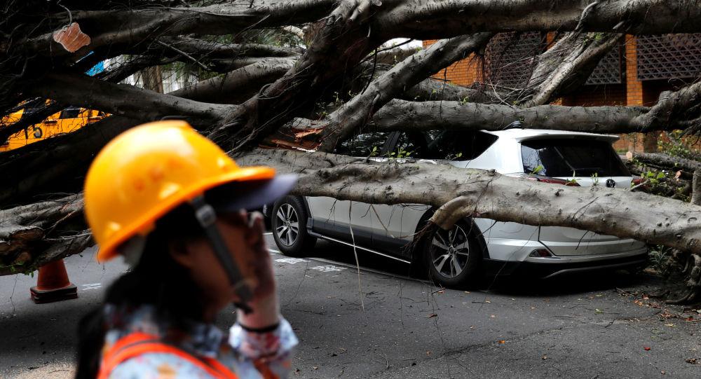 Auto danneggiata dal terremoto a Taipei, Taiwan