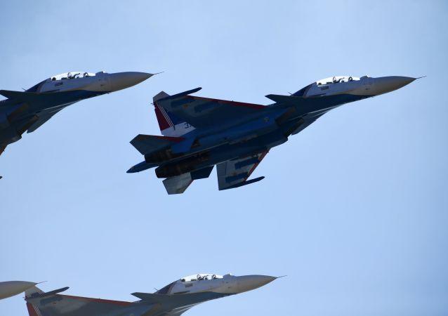 I caccis Su-30SM durante le prove della parata del 9 maggio