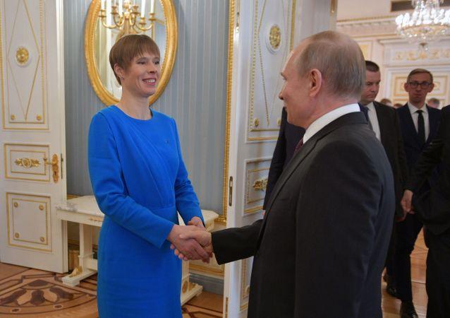 Il presidente estone Kersti Kaljulaid e il presidente russo Vladimir Putin