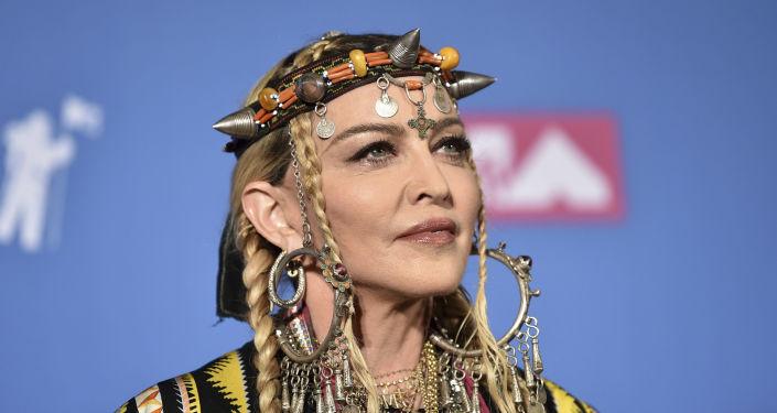 Madonna, 60 anni, ricorre spesso alla chirurgia estetica.