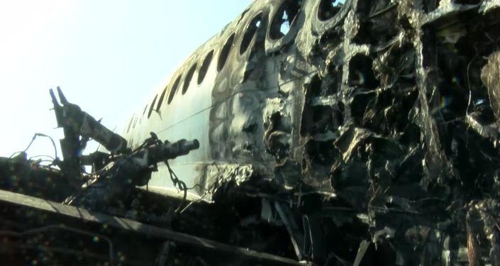 La fusoliera dell'aereo Sukhoi Superjet-100 dopo l'incidente