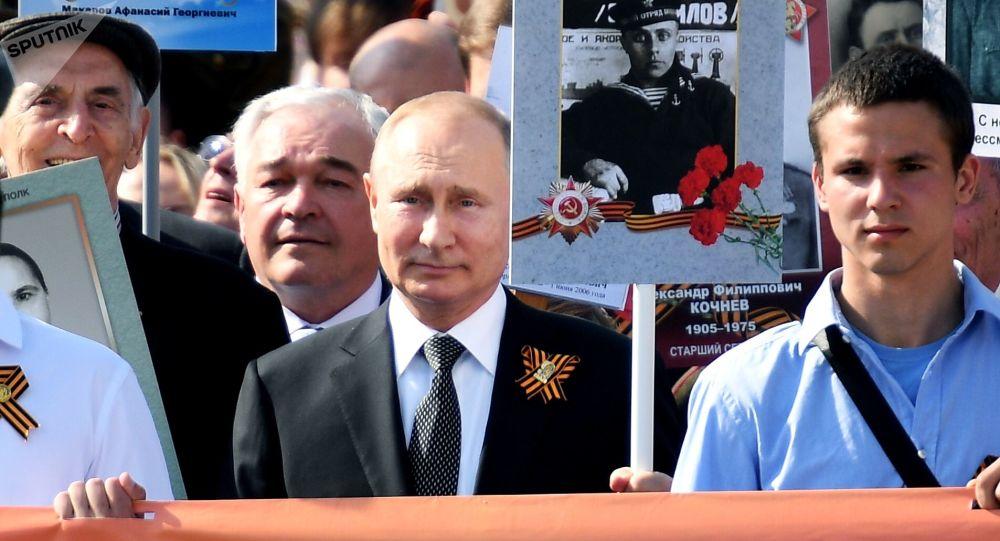 Vladimir Putin durante celebrazioni del Giorno della Vittoria (foto d'archivio)