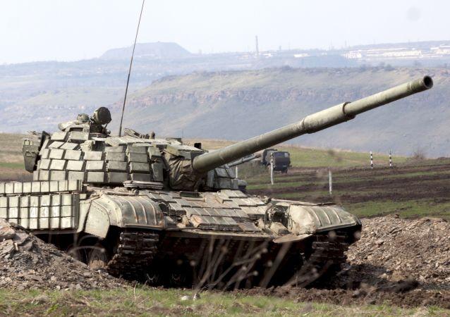 Carro armato T-64 (foto d'archivio)