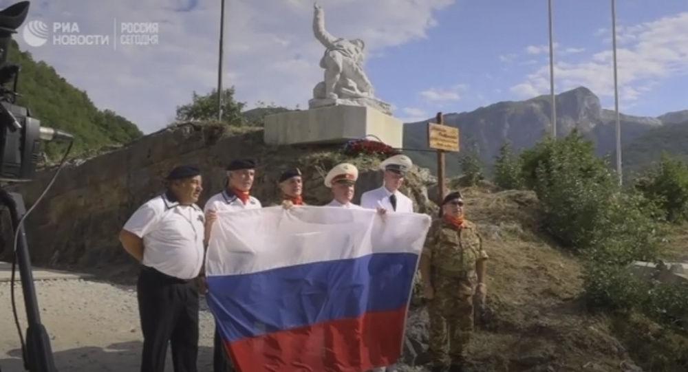 L'inaugurazione del monumento all'ufficiale russo Aleksandr Prokhorenko, caduto in Siria, in Italia.