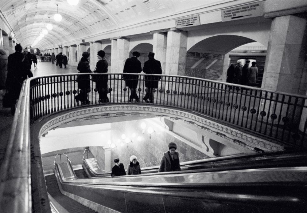 1975 - Sottopassaggio nella stazione Prospetk Mira della metropolitana di Mosca