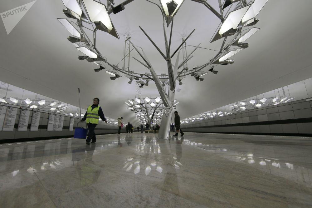 2014 - L'interno della stazione Troparyevo aperta in uno dei popolosi quartieri alla periferia sud-ovest di Mosca
