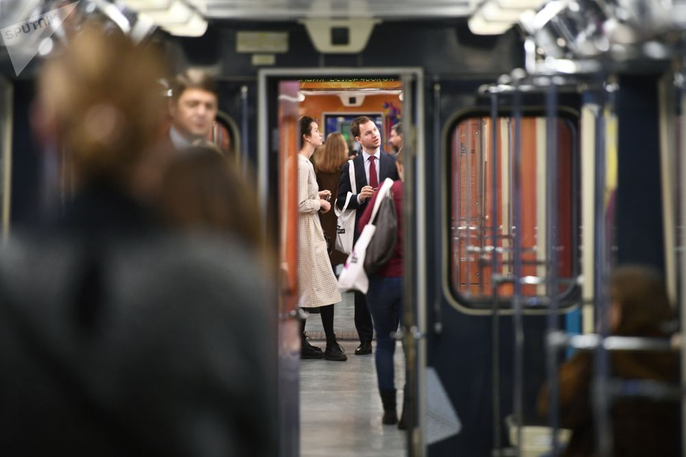 2017 - Viaggiatori a bordo del nuovo treno La scienza del futuro, dedicato all'anno incrociato dell'istruzione Russia-Gran Bretagna