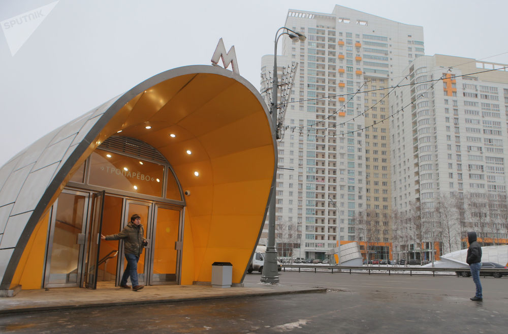 2014 - L'ingresso della nuova stazione Troparyevo in uno dei popolosi quartieri alla periferia sud-ovest di Mosca