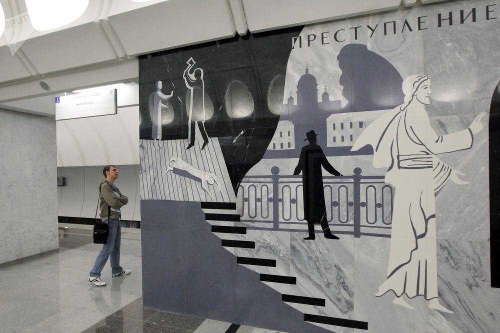 2010 - Una delle prime foto nella nuova stazione della metropolitana di Mosca Dostoyevskaya, dedicata al famoso scrittore