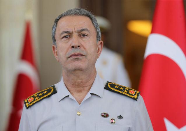 Il ministro della Difesa turco Hulusi Akar