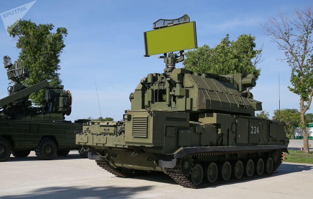 Un сomplesso missilistico terra-aria mobile TOR-M2