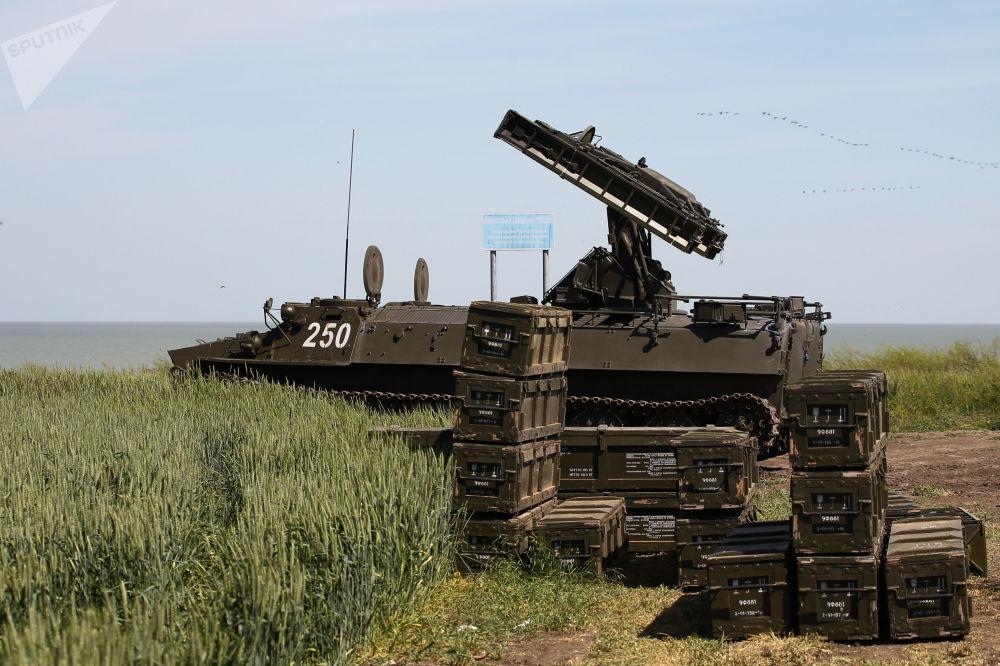 Un complesso motorizzato per il lancio di missili Strela-10M3