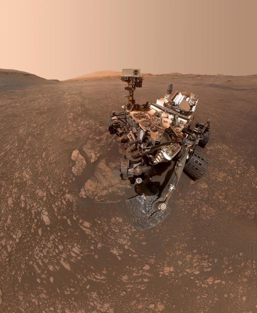 Il rover Curiosity della NASA si fa un selfie su Marte.