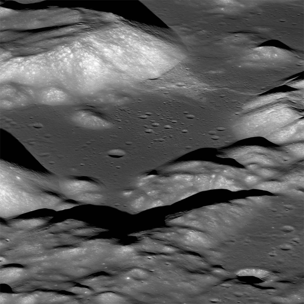 La Valle lunare Taurus Littrow fotografata dalla nave cosmica Lunar Reconnaissance Orbiter della NASA.
