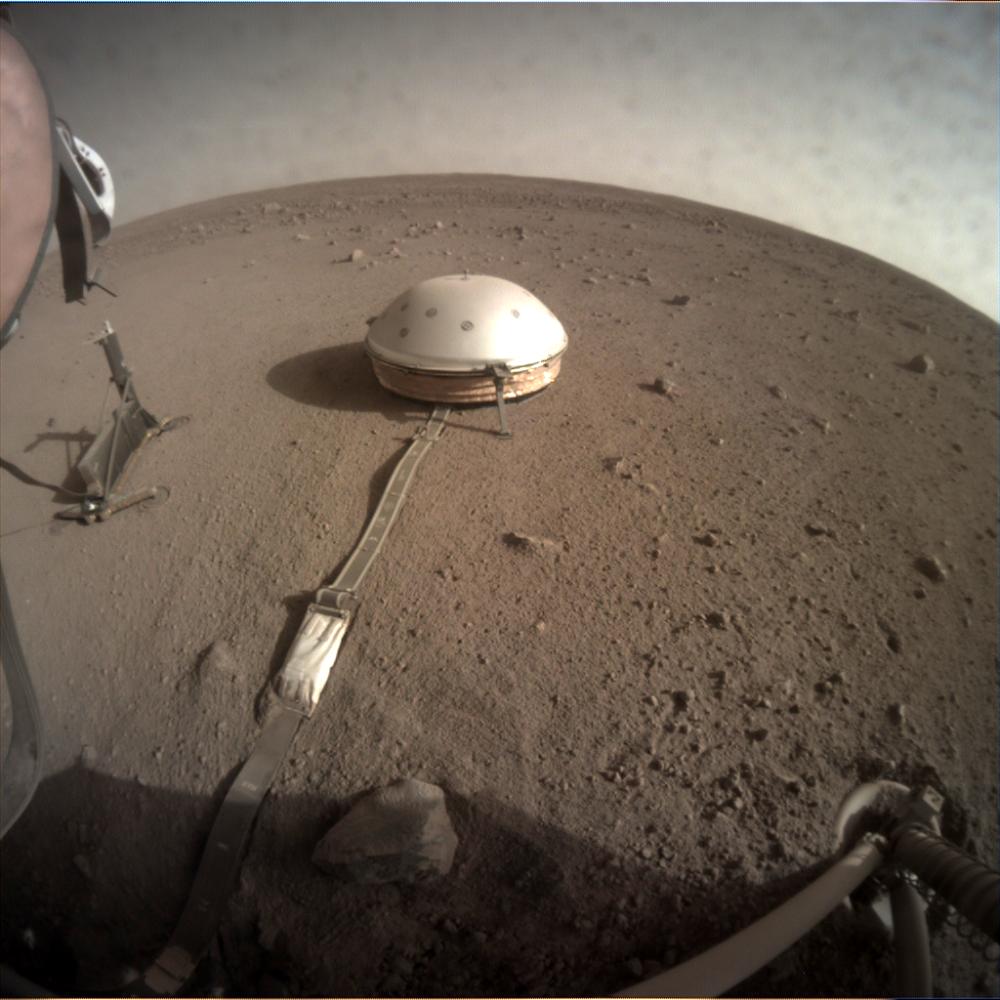 La Sonda InSight sulla superfice di Marte.