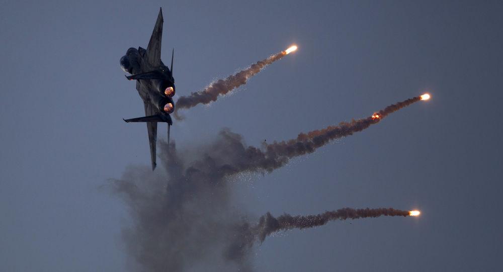 Israele attacca la Siria dopo missili sulle alture del Golan