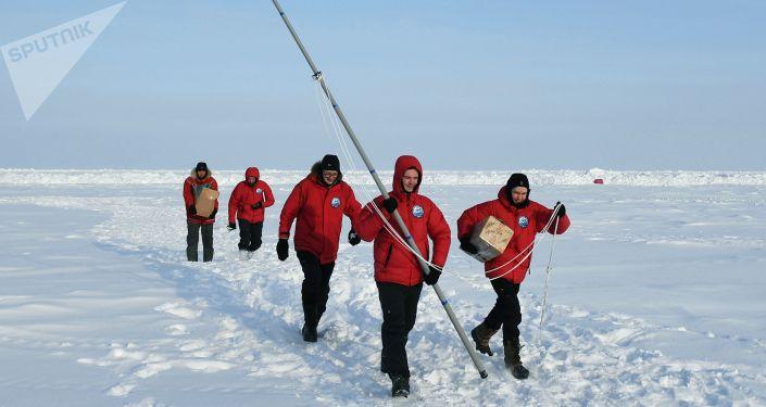 Partecipanti della decima grande spedizione artica al Polo Nord guidata da Matvej Shparo