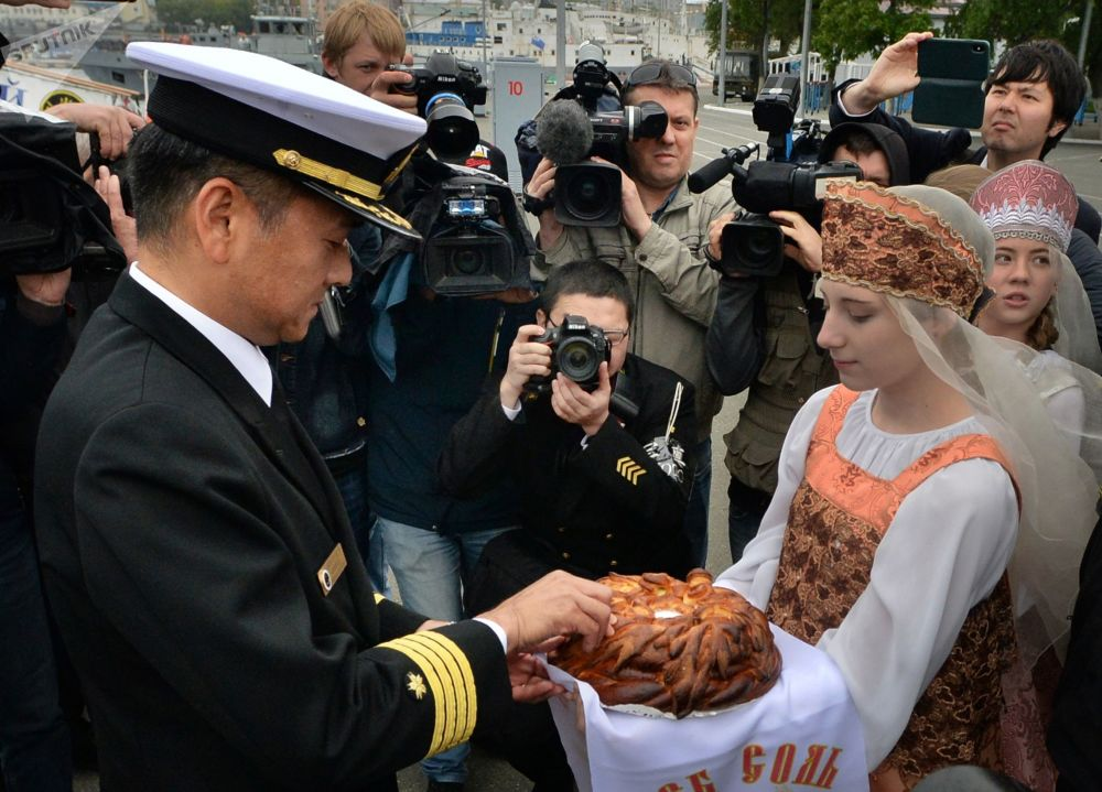 Il cacciatorpediniere giapponese Suzunami nel porto di Vladivostok