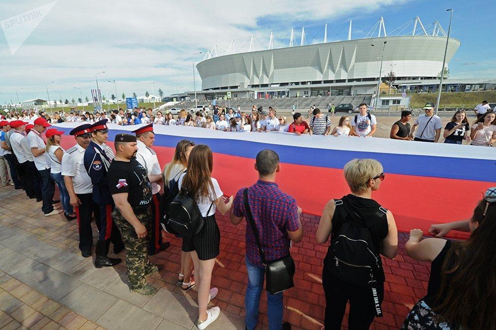 A Rostov sul Don in occasione del Giorno della Russia nel 2018 è stato esposto il tricolore russo più lungo al mondo: 220 metri  di lunghezza per 4,5 di larghezza