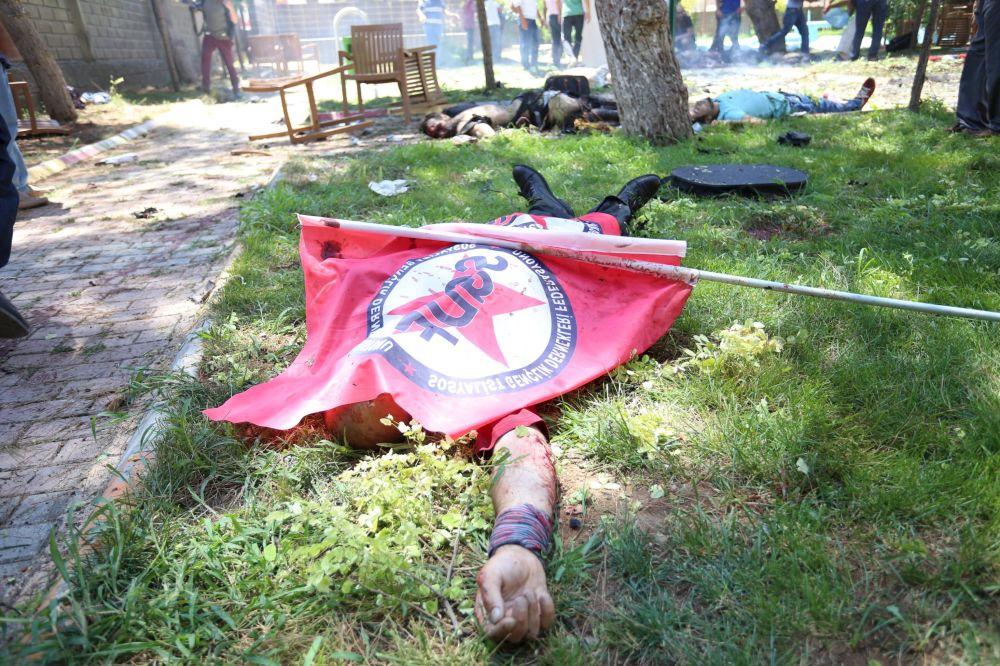 Proteste dopo l'esplosione a Suruc.