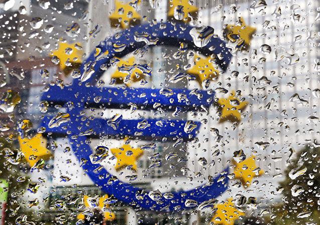 La escultura del euro frente a la sede del Banco Central Europeo (BCE) (archivo)