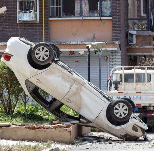 Automobile capovolta dopo un tornado nella contea di Kaiyuan in Cina.