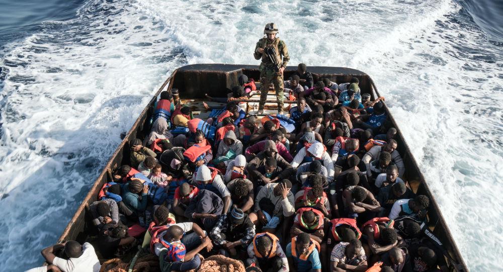 Salvataggio di migranti clandestini diretti alle coste europee