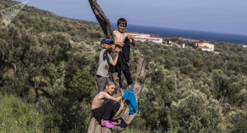 Bambini del campo di profughi Moria nell'isola greca di Lesbo