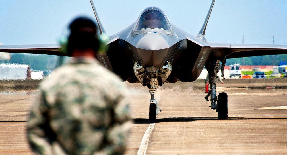 Il caccia americano di quinta generazione F-35 Lightning II