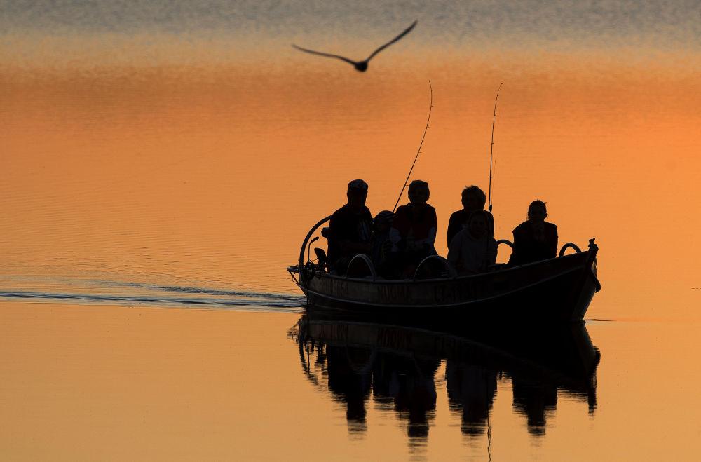 Cosa c'è di meglio di un'uscita di pesca al tramonto