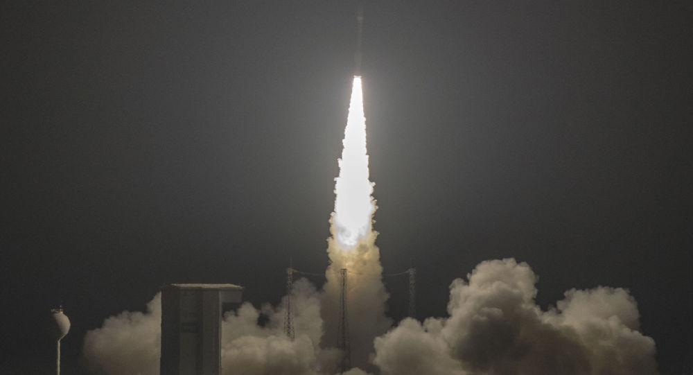 Il razzo italiano Vega precipita in mare dopo il decollo