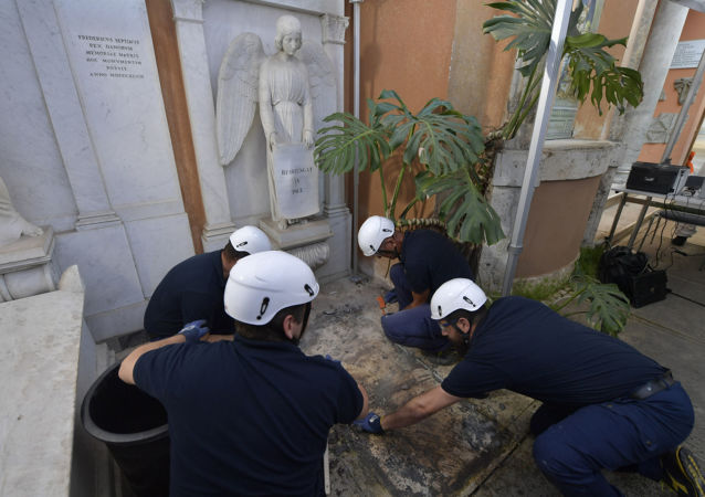 La tomba all'interno del Camposanto Teutonico del Vaticano legata al cado di Emanuel Orlandi