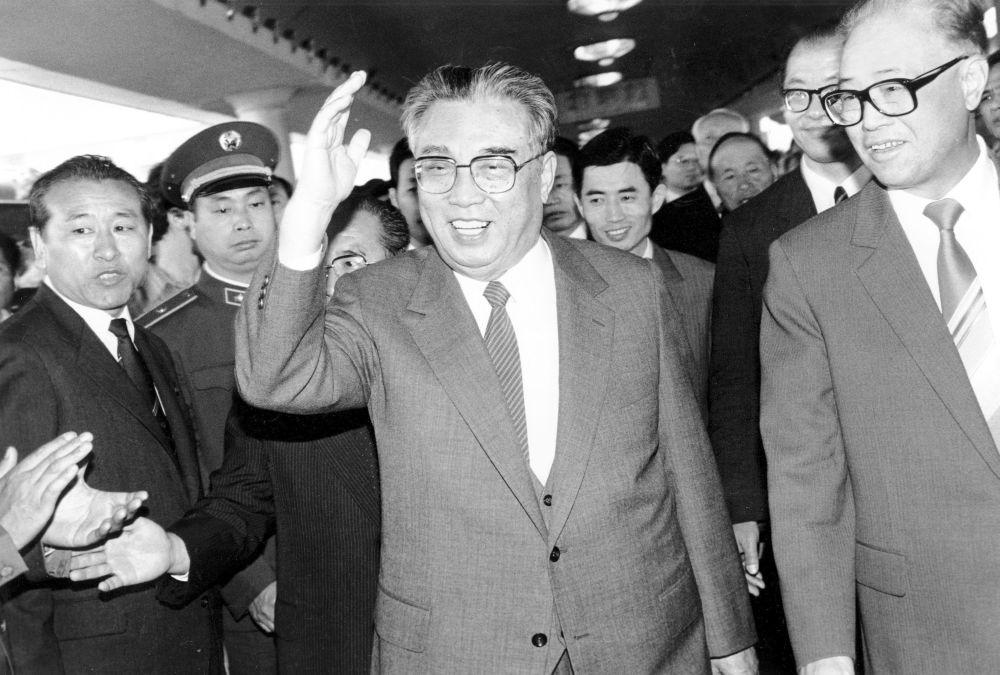 1987, Kim Il Sung (al centro) ed il premier cinese Zhao Ziyang alla stazione di Pechino