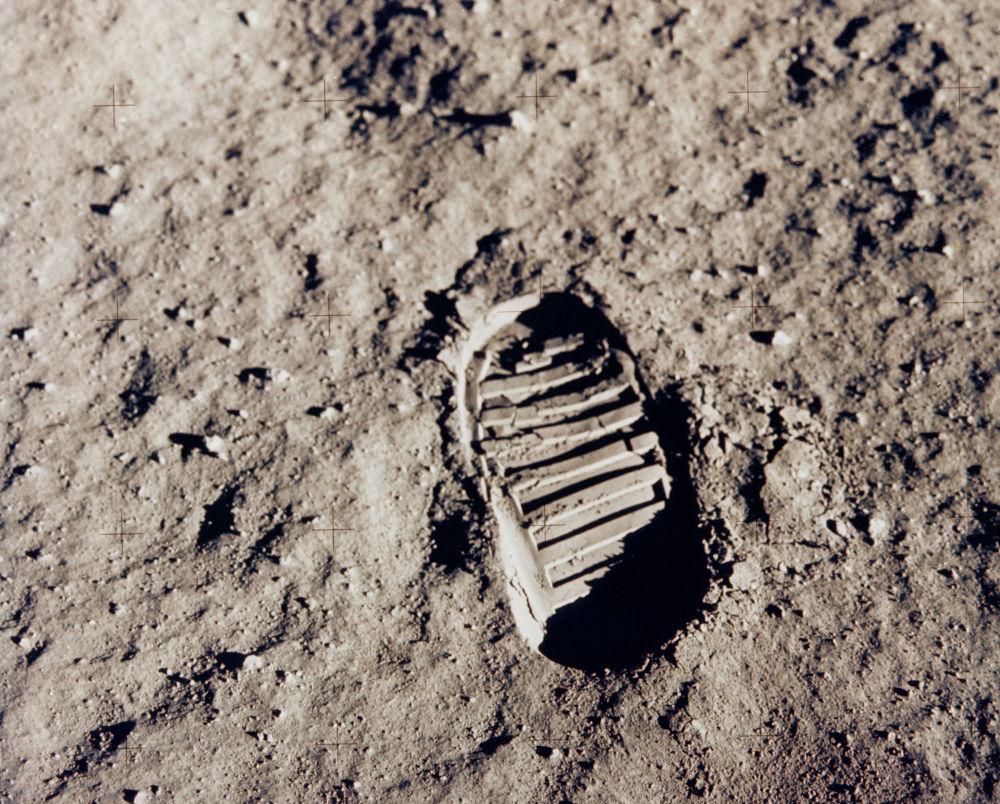 Una delle tracce lasciate sulla Luna dai due astronauti