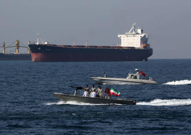 Motovedette iraniane nello Stretto di Hormuz