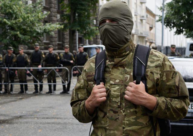 """La manifestazione di Pravy Sector - ora le chiama le """"milizie nazifasciste"""" anche il londinese The Times"""