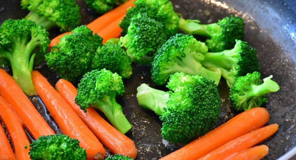 Broccoli e carote in padella