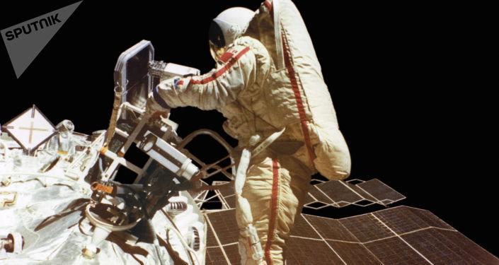 Svetlana Savitskaya nello spazio aperto