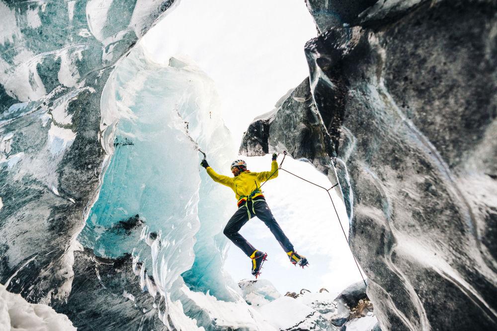 L'alpinista austriaco Hasjorg Auer sul massiccio del Howse Peak nel parco nazionale di Banff, nello stato di Alberta, in Canada. Auer, insieme al connazionale David Lama ed allo statunitense Jess Roskelley riuscì a araggiungere la vetta della montagna, una delle più difficili nella catena delle Montagne Rocciose, ma i tre persero la vita nella discesa, il 22 aprile 2019.