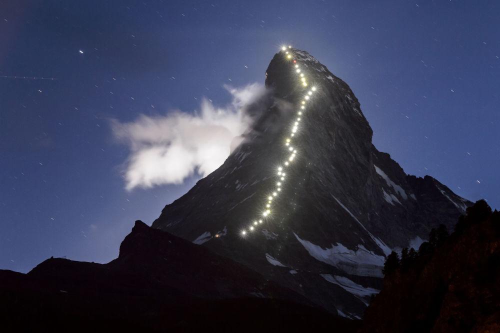 Zermatt, 13 luglio 2015: la celebre località alpina svizzera celebra il 150° anniversario della prima scalata al Matterhorn, compiuta dall'alpinista brittannico Edward Whymper nel 1865.