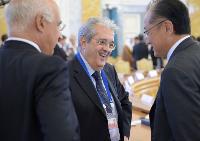 Maurizio Saccomanni, al centro, insieme al presidente della Banca Mondiale Jim Kim, in occasione del G20 finanziario di San Pietroburgo nel 2013